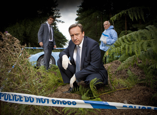 DS Ben Jones (Jason Hughes), DCI John Barnaby (Neil Dudgeon), Dr. Bullard (Barry Jackson). Bild: Sender